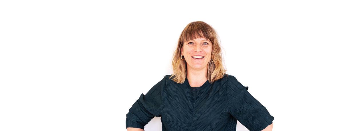 Kirsten Von Wildenradt står glad med armene i siden